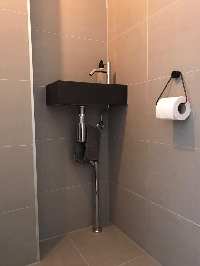 Badkamer en toilet in Amsterdam , gedaan door J. Peperkamp ...